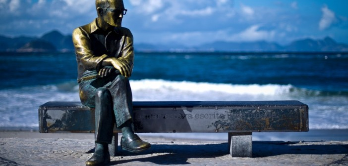 estatua-carlos-drummond-de-andrade